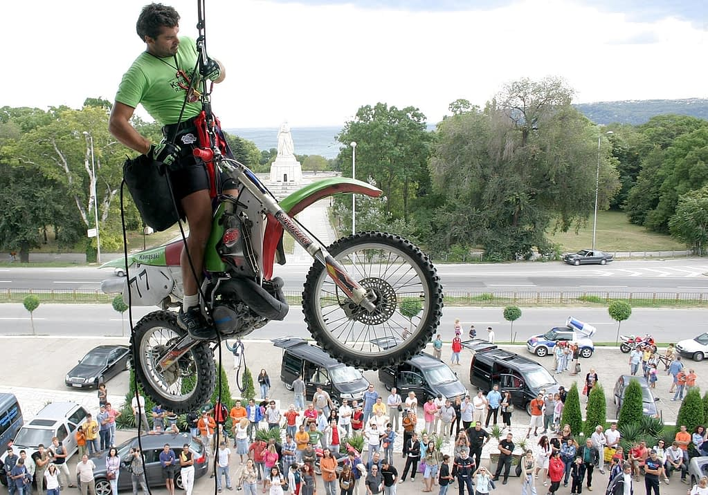 Moto Mid Air Rope Access