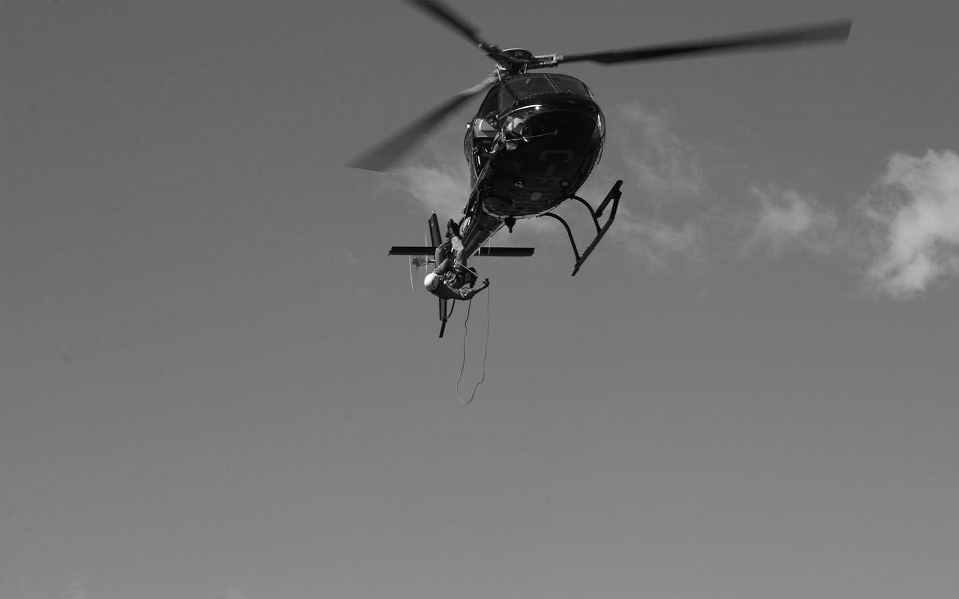 HELICOPTER RAPPELLING